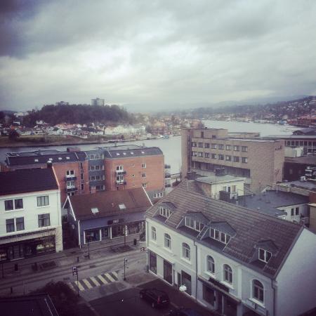 Hotell Vic: Utsikt mot elva
