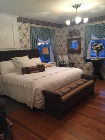 1910 Historic Enterprise House Bed & Breakfast: Comfortable and cozy bed.