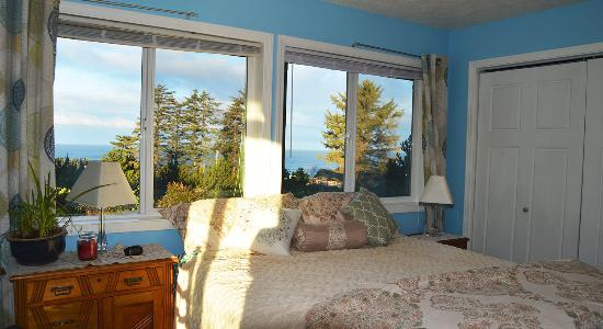 Seal Rock, OR: Ocean View Suite at AJ's Bed-n-Breakfast. Picture by PXL Media Studios
