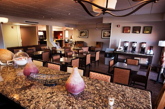 Hampton Inn Taos: breakfast area