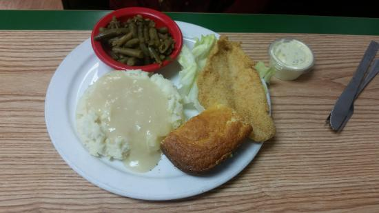 Macon, MO: Fish platter with Mashed potatoes and turkey gravy and bacon greenbeens