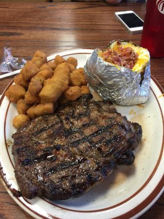 Westville, Οκλαχόμα: 16oz ribeye with loaded potato and fried okra