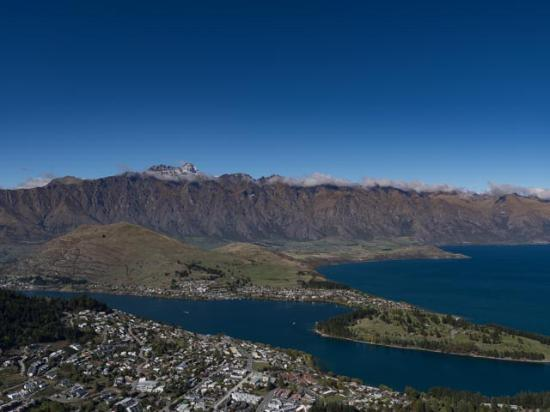 The Dairy Private Hotel : View of Queenstown after a short walt and Gondola ride.