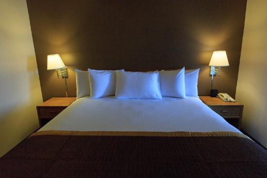 New Victorian Suites Lincoln: Guest room
