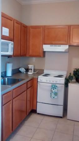 Athens Hotel Suites: Super clean mini kitchen!