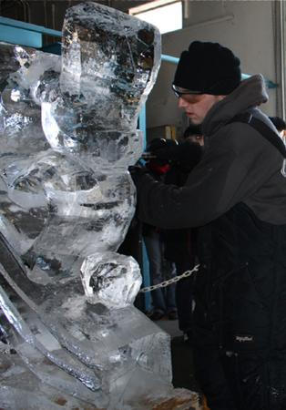 Bluewater, Canada: Live Ice Carving, with chainsaws, chisels, blow torches and more. Wow!