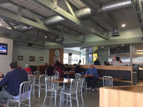 Lomita, Kalifornia: Burger City grill 店内