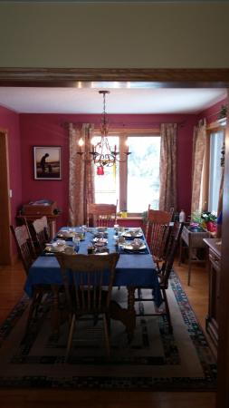 Creemore, Canadá: Breakfast table laid out
