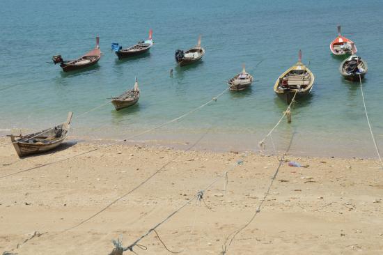Anda Lanta Resort: Barque de pêcheurs