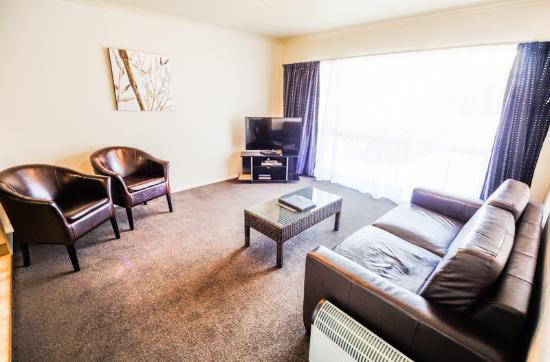 Aspen on King: Two bedroom unit lounge
