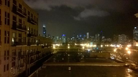 Chicago South Loop Hotel: Night view from my room.