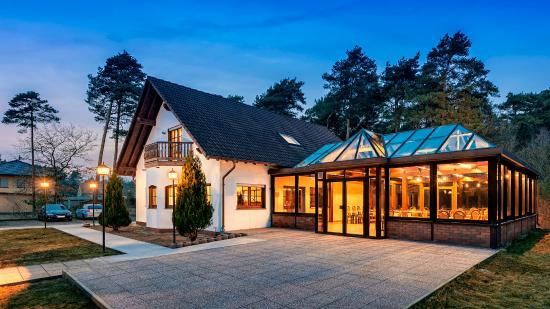 die 10 besten restaurants in der n he von bahnhof beelitz heilst tten. Black Bedroom Furniture Sets. Home Design Ideas
