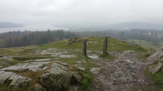 Bowness-on-Windermere, UK: It was raining a bit when we went, but the real time view is still rather amazing!