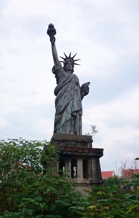 Nanchang Global Park: New York waterfront scene.