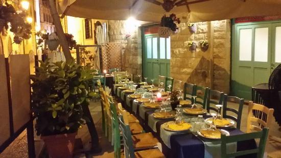 La Credenza Bari : Locale esterno foto di la cantina cianna cianne bari