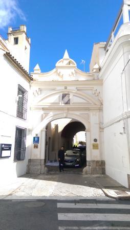 Hospes Palacio del Bailio: Hotel Entrance