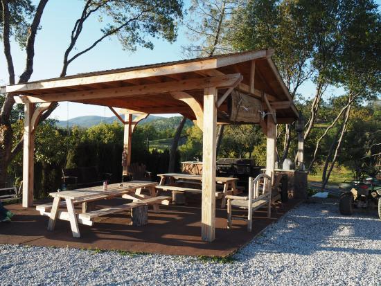 Yosemite Gold Country Lodge: Grillplatz