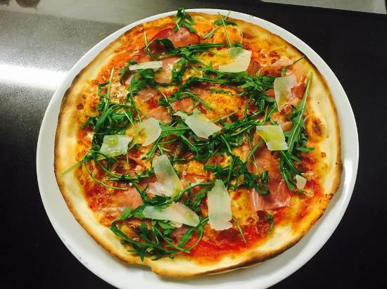 Болтон, UK: pizza rucula