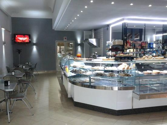 Favara, Italy: Mega Bar.