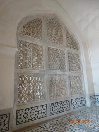 Mariam's Tomb : Резная решётка