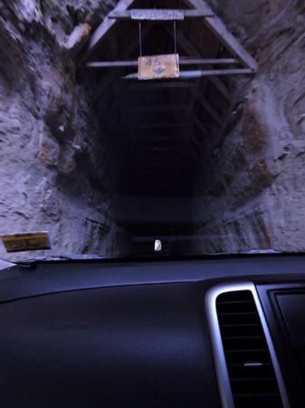 Stratford, Nueva Zelanda: A hand hewn tunnel on the Forgottne World Highway