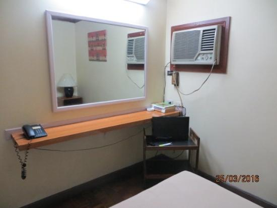 Broadway Court Apartelle : Very small tv.