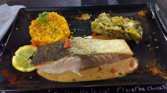 La Table d'Ysoa : Pavé de saumon sauce crevettes, fondue de poireau et ballotin de riz au curry