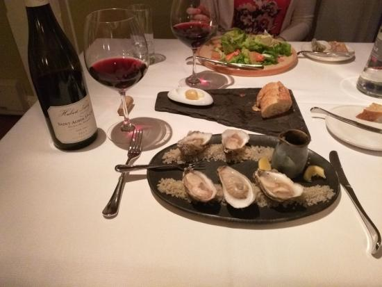"Paris, Вирджиния: Oysters on the half shell and king crab salad. Hubert Lamy 1er cru ""Derriere Chez Edouard"""