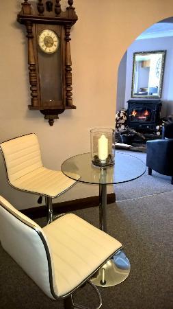 Trelaske Hotel & Restaurant: Bar stool by the fire