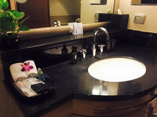Ascott Sathorn Bangkok: Bathroom (King Bedroom)