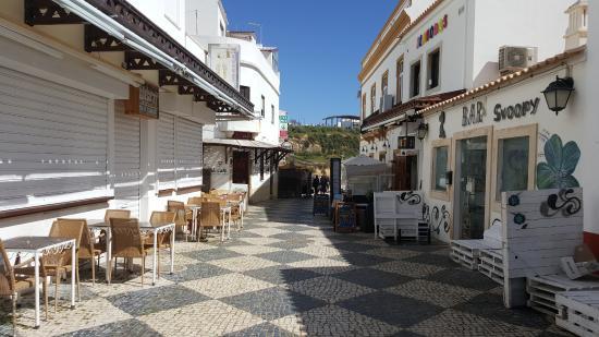 Jojo's Bar : Una stradina del centro di Albufeira