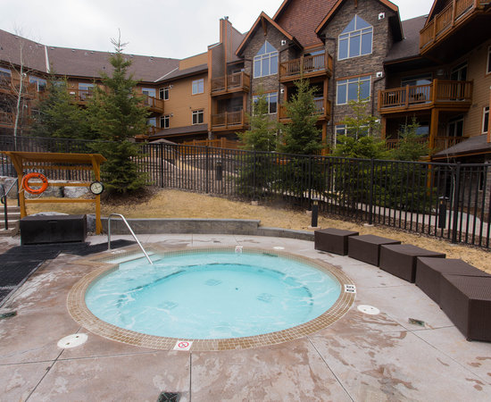 Canmore Hotels With Hot Tub In Room