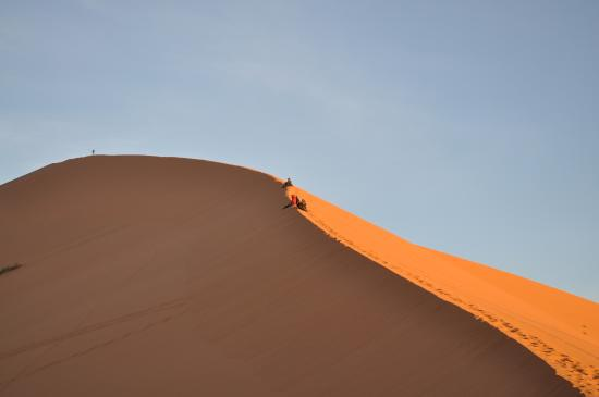 Merzouga, Marruecos: Sunrise on a Dune in the Sahara