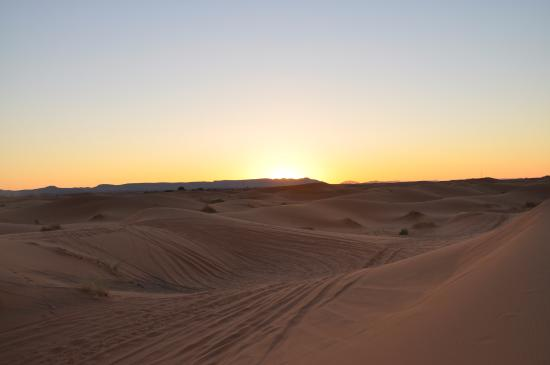 Merzouga, Marruecos: Sunrise pictures really don't do justice to the Sahara at this time of day