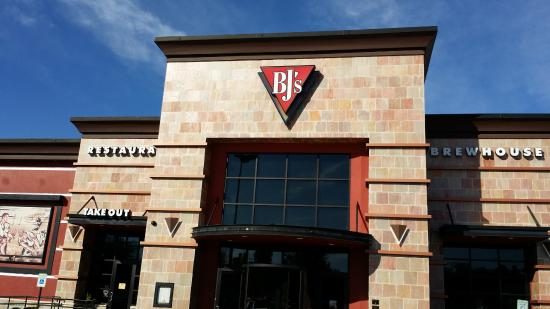 BJ's Restaurant & Brewhouse: Outside the Restaurant