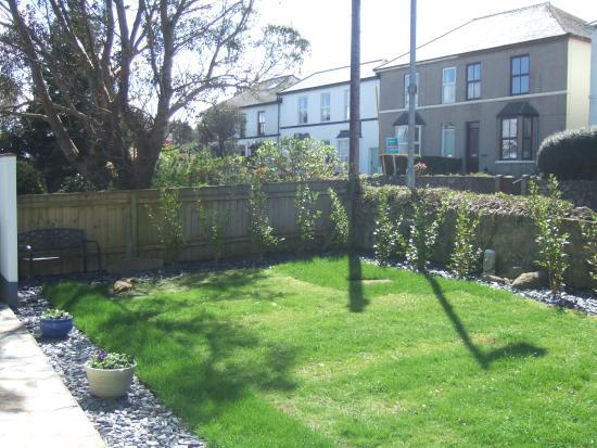 Chy an Gwedhen: garden