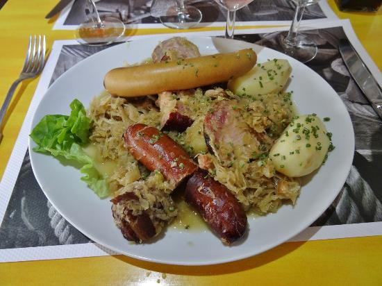 Lully, Suisse : Huge choucroute platter!