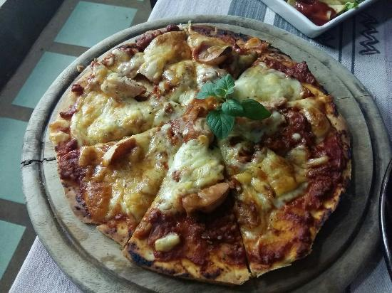 Janine cafe : Janine pizza -Northern Thai style pizza :)