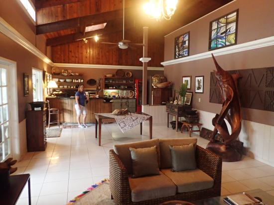Moana O Sina: Beautiful main lobby with fridge in back by sink