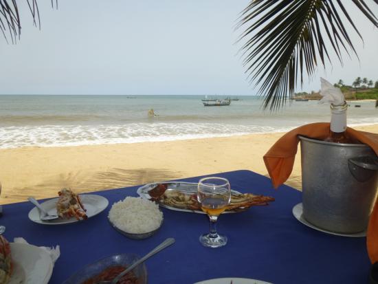 Grand-Bereby, Ivory Coast: Repas sur la plage