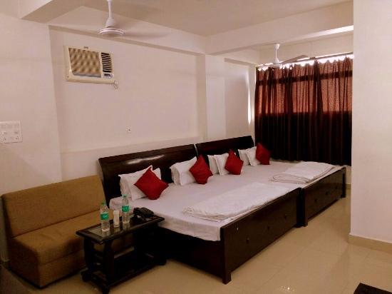 family room picture of oyo 3603 white pearl hotel jabalpur rh tripadvisor com