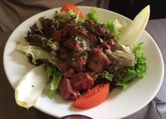 Quetigny, Γαλλία: Salade de foies de volaille et gésiers confits