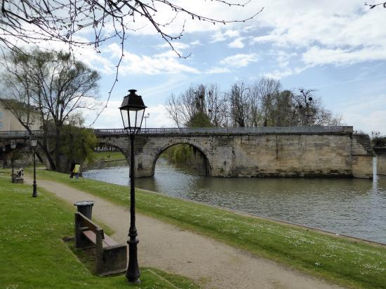 vieux pont de poissy