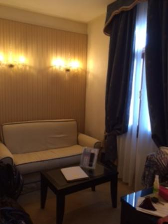 Hotel a La Commedia: Sitting area of the suite
