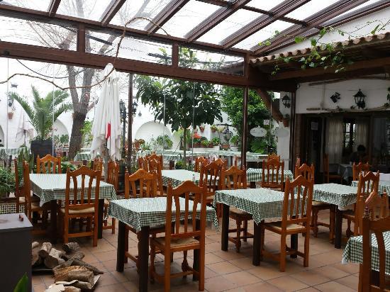 Hotel Restaurante Blanco y Verde, hoteles en Conil de la Frontera