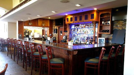 Huddleston, VA: Full Bar View