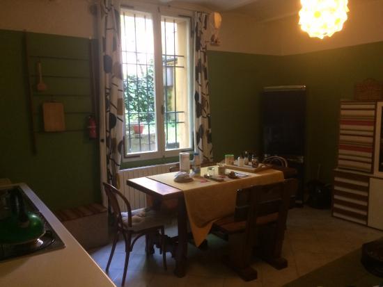 Sala e cucina comune - colazione con vista su cortile interno ...