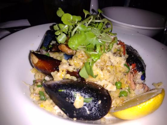 Castro's Bar & Restaurant: The paella