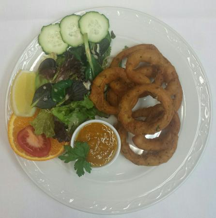 Restaurant Can Pere: Onion Bhaji Rings with Homemade mango chutney