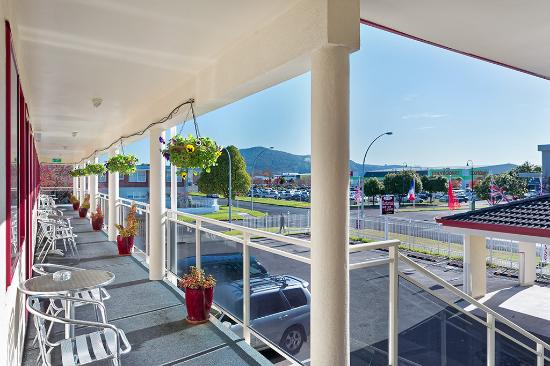 BK's Rotorua Motor Lodge: Outside Rooms